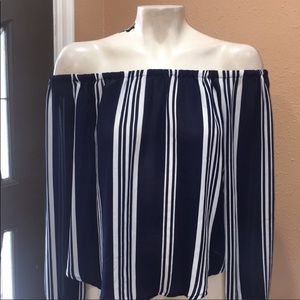 F22 OFF THE SHOULDER BLOUSE GREAT CONDITION SIZE S